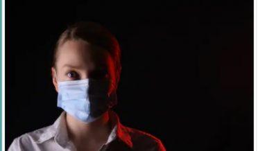کرونا وائرس، ماسک پہنے ہوئے خاتون