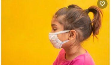 پاکستانی بچی ماسک پہنے ہوئے