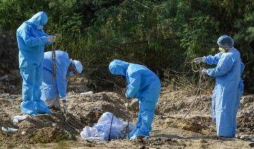 کورونا وائرس کے سبب مرنے والے کی تدفین