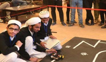 مدرسے کے طلباء پاکستان کے بہترین ٹیکنالوجسٹ