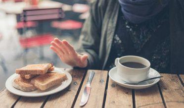 ویٹ الرجی، گندم الرجی کی مریضہ خاتون، کافی ، بریڈ