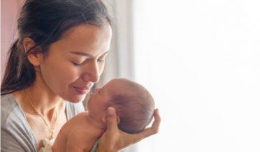 نوجوان ماں اور بچہ